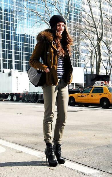 Moda-das-ruas-mais-looks-de-fashionistas-na-Semana-de-Moda-de-Nova-Iorque-a-editora-da-Glamour-Magazine-Susan-Cernek-Domínio-da-Moda