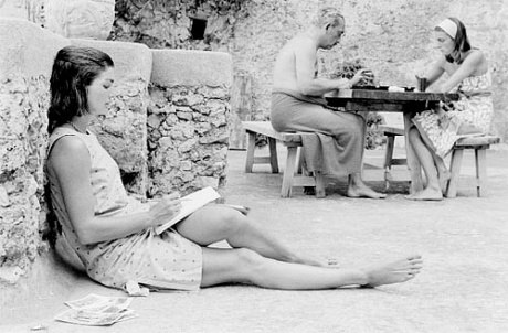 Jackie Bouvier Kennedy wearing Lilly Pulitzer while on vacation