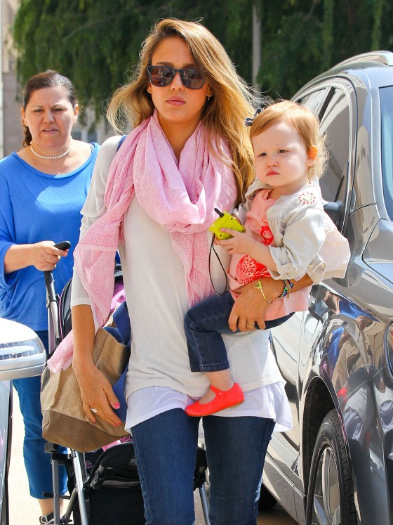 Jessica Alba Shops With Daughter Haven