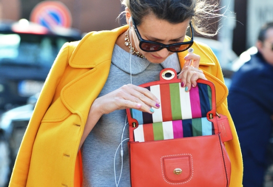 YELLOW-JACKET-FASHION-WEEK-STREET-STYLE-NATHALIE-JOOS-TALES-OF-ENDEARMENT-COLOR-BLOCK-STRIPE-BAG-TOMMY-TON-STYLE-COM-1